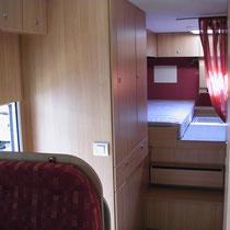 Kleiderschrank/Schlafzimmer