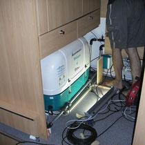 Generator unter dem Kleiderschrank