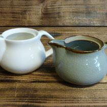 (左)磁器  (右)陶器