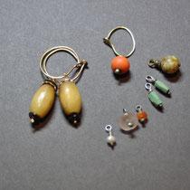 Moni Reichert, Ohrringe (Gold) mit Hornperlen 80€, Ohrringerl zum Auswechseln je 15€  moni.klee@gmx.de
