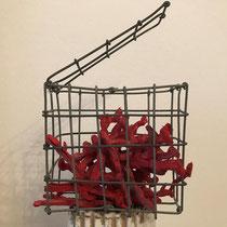 Katharina Chichester, POC, rot, blau, gelb ,3 kleine Objekte, rechteckig, Metall 10 x 10 x 5 cm 180 Euro