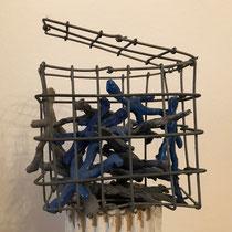 Katharina Chichester, POC, rot, blau, gelb, 3 kleine Objekte, rechteckig, Metall 10 x 10 x 5 cm 180 Euro