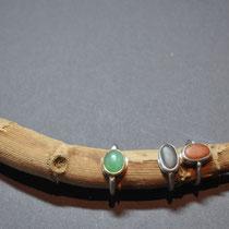 Moni Reichert, Ring aus Silber,Chrysopras (grün) 180€, Ringe mit Kiesel je 120€, moni.klee@gmx.de