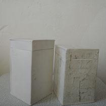 03 Dose, Porzellan, innen und außen glasiert, 60 €, www.catherine-sanke.de
