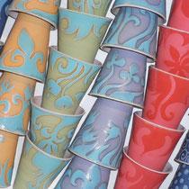Carolin Rademacher, www.keramik-rademacher.de, Becher, verschiedene Farben und Muster Steinzeug, spülamschinengeeignet  18 €