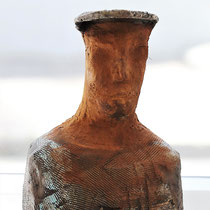 Hedwig Betz, Mann mit Kapi, B25x35H, Keramik für innen und außen, Rost- und Patinaeffekt, 240€  https://hedwigbetz.wixsite.com/betz-hedwig/home