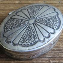 """4693 Navajo Pill Box c.1950-70 1.25x1.625"""" $195"""
