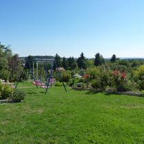 Der Garten - Blick auf den Ortskern