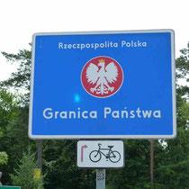 auf der polnischen Seite zieht sich der Markt km-lang