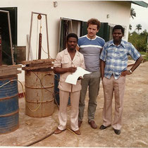 alkaSOL project: Nigeria 1985  -Mr. Karner at acceptance at  Nitel transmission station in Nichia