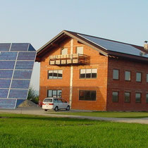 alkaSOL / EST project: sharp panels on PV tracker and roof installation in Landau an der Isar