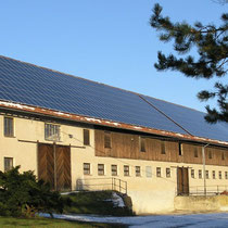 alkaSOL / EST project: 77 kWp with Schott modules on a cow barn, near Straubing, Bayern
