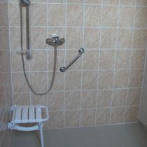 Salle de bain à l'Italienne équipée pour personne à mobilité réduite