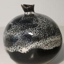 Sophie Gallé-Soas - Grenade noire - grès émaillé