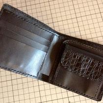 型押しのメンズ財布です〜!中パーツは薄く漉いて!