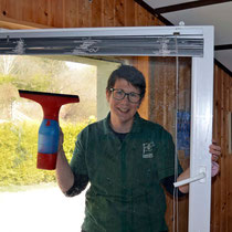 Sylvie putzt alle Fenster, nur nicht ihre eigenen.