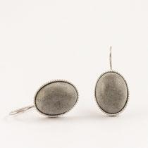 Ohrhänger oval, Silber und Beton