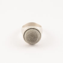 ring round big, silver, concrete