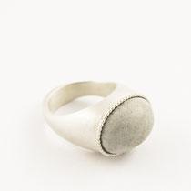 Ring oval groß, Silber, Beton