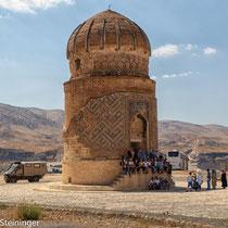 """dieses Mausoleum wurde """"gerettet"""" und bei der neuen Siedlung wieder aufgenbaut"""