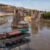 Hasankeyf -  letzter Blick auf die römische Brücke - bald wird sie für immer versunken sein