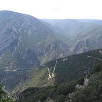 vom Schmugglerpfad hinab nach Andorra