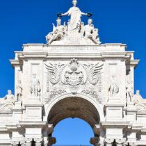 Praça do Comércio: Der Arco da Rua Augusta stellt den Eingang zur Baixa Pombalina, der nach 1755 neu gebauten Innenstadt Lissabons, dar.