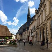 Beaune: Place de la Marché - Hospices de Beaune - Musée de l'Hôtel-Dieu (rechts)