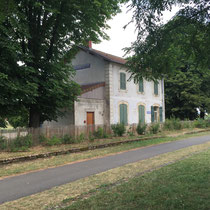 Cormatin: Der alte, ausgediente Bahnhof an unserer 51km-Etappe nach Buxy.