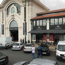 Hopp on, Hopp off: Eingang zum Mercado da Ribeira