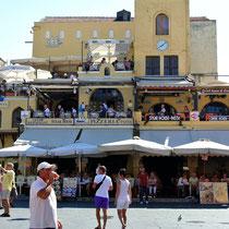2013 | Rhodos-Stadt | Altstadt | Etwa 5 verschiedene Restaurants «unter einem Dach». |