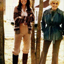 Dolly Parton & Linda Ronstadt @ Dolly's house in Tennessee