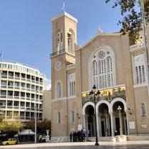 «Kathedrale Mariä Verkündigung»: Sitz des orthodoxen Erzbischofs von Athen. Sie befindet sich im Stadtzentrum zwischen der Akropolis und dem Syntagma-Platz.