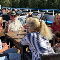 Kreml Uglitsch | MS Exellence Katharina | Die 4 Damen von unserem 6er-Tisch Nr. 16 beim Apero.