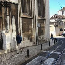 Im Bairro Alto, zu deutsch Oberstadt, befinden sich einige der Top-Attraktionen Lissabons. Dieses Altstadtviertel mit seiner romantischen Atmosphäre ist bestens für einen ausgedehnten Entdeckungsspaziergang geeignet.