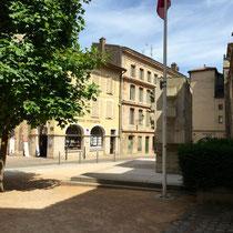 Cluny: 2. Etappenort. Immer noch über 40° C. Ende der Hauptstrasse in der Altstadt.