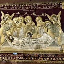 Gorizy | Wandteppich mit enorm aufwändigen, Zentimeter-dicken Seidenstickereien.