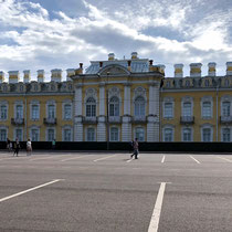 St. Petersburg | Peterhof | Grosser Palast | «Park-ferne» Seite