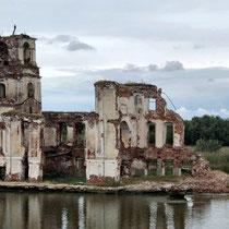 Krochino | Wo der Weiße See in die Scheksna ausläuft | Kirchenruine als letzte Erinnerung an die Flutung des Wolga-Ostsee-Kanals.