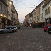 Louhans: Letzter Blick auf die »Grande Rue« mit ihren 157 Arkaden.