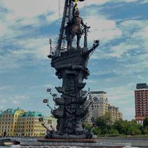 Moskau | Zur Feier des «300. Jahrestages der Russischen Marine»  | 1997 errichtetes Denkmal, für Zar Peter I | Bildhauer Surab Zereteli | Total 96 m hoch.