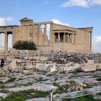 «Erechtheion»: Ein Tempel im ionischen Baustil, der etwa zwischen 420 und 406 v. Chr. erbaut wurde.
