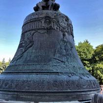 Moskau | Kreml | Iwanowskaja-Platz | «Zaren-Glocke» | 1733-1735 Gegossen von Iwan & Michail Motorin | 201 Tonnen schwer | Wurde nie geläutet.