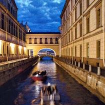 *St. Petersburg | Stadtflussfahrt | Der kleine Winterkanal zwischen Neuer und Alter Eremitage und Eremitage-Theaer verbindet Mojka und Newa