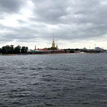 St. Petersburg | Stadtrundfahrt | Blick über die Newa auf die Peter-und-Paul-Kathedrale