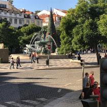 Der Rossio, offiziell Praça de D. Pedro IV, ist neben der Praça da Figueira und der Praça do Comércio einer der drei wichtigsten innerstädtischen Plätze der portugiesischen Hauptstadt Lissabon.