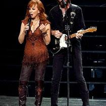 'Reba McEntire & Kix Brooks together in «Vegas' Opening Weekend» at Caesars Palace.jpg