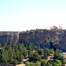 2013 | Lindos | Akropolis | Die Burgruine liegt auf einem 116 Metern hohen Felsen direkt im Stadtkern.