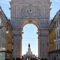 Der Arco da Rua Augusta stellt den Eingang zur Baixa Pombalina, der nach 1755 neu gebauten Innenstadt Lissabons, dar.