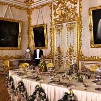 Puschkin | Katharinenpalast | «Nachgedeckte» Tafel-Variante der Zarenfamilie | Aufwändige Tischdekoration mit - damals - frischen Früchten